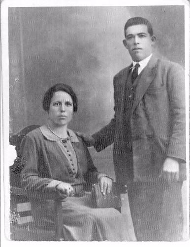 Iluminada Baenas y Paco Escribá en el día de su boda.
