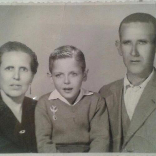 Iluminada Baenas con su segundo marido, Joaquín Flor y el hijo de ambos, Ginés.