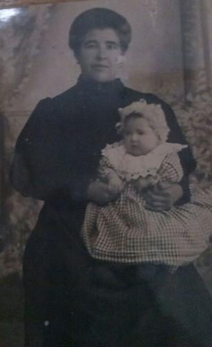 """Teresa """"La Coja"""", con su hija, """"La Chacha del Campo"""", hija de su segundo marido, Juan Flor."""
