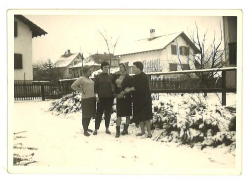 mi madre con un grupo de españolas en alemania
